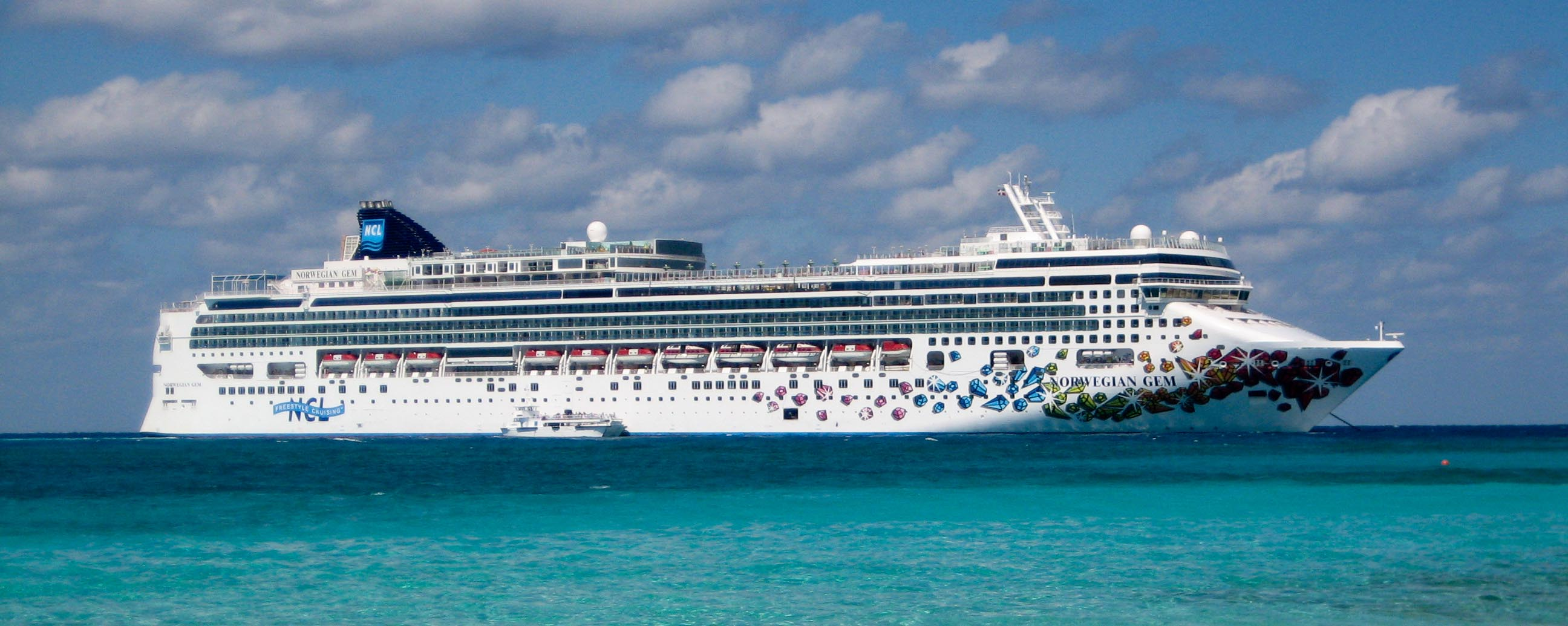 NORWEGIAN CRUISE LINES Interliner - Port side of a cruise ship